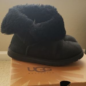UGG Bailey Button